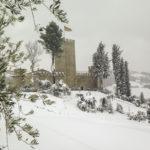 Detaglio del Castello di Carbona sotto la neve